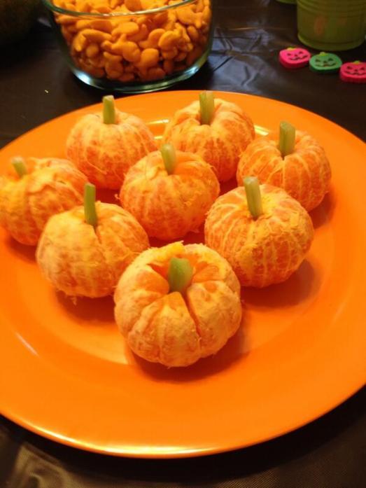 Healthy Halloween Snacks: Tangerine Pumpkins
